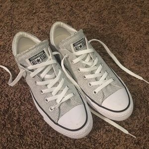 Gray low top Converse -NEVER WORN